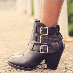 """STEVE MADDEN """"Repp"""" Buckle Ankle Leather Booties"""